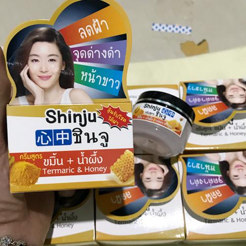 Kem Đặc Trị Nám Chiết Xuất Từ Bột Nghệ Và Mật Ong Shinju Thái Lan