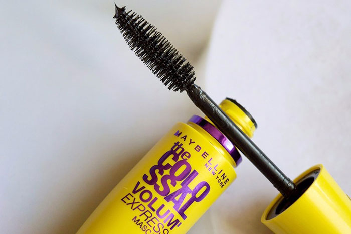 trang-diem-doi-mat-mascara-maybelline-new-york-the-colossal-volum-express-359