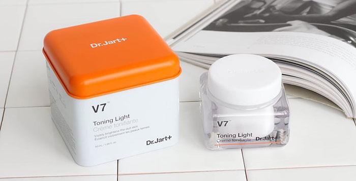 duong-da-mat-kem-duong-trang-da-drjart-v7-toning-light-han-quoc-250