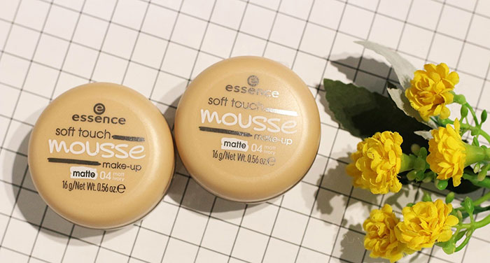 trang-diem-khuon-mat-phan-tuoi-essence-soft-touch-mousse-duc-370